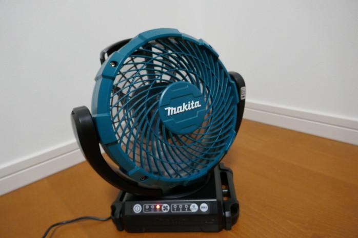 ハイパワーアウトドア扇風機マキタCF102DZ。電動工具とシェアできるバッテリーシステムも魅力です。