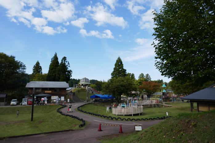 柏崎市『こども自然王国 ガルルの丘キャンプ場』 充実施設の王国で子供と遊ぶ