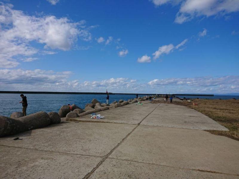 寺泊港でウキフカセ釣り!秋の小クロダイをウキ釣りで狙ってみた。