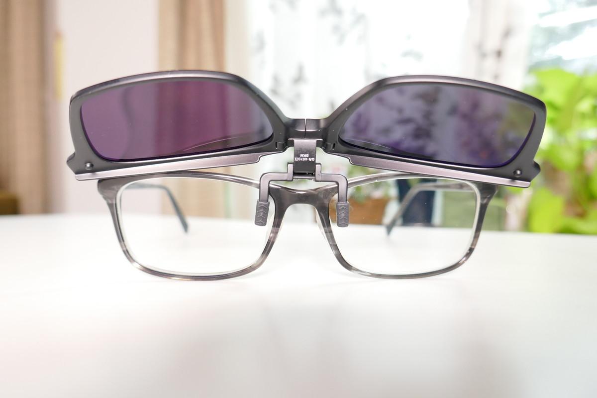 gleenglass『瞬間サングラス』 ポケットサイズの超軽量クリップサングラス