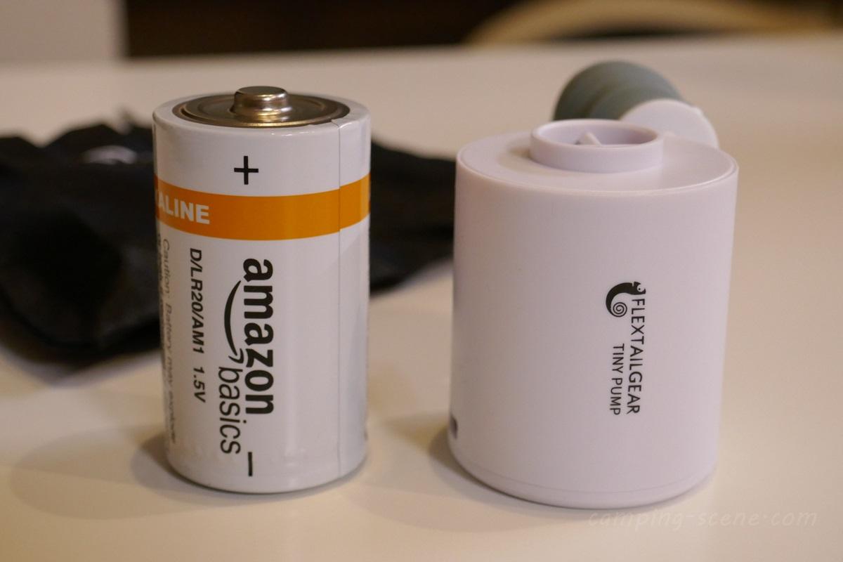 小っさ!ミニサイズの電動ポンプ。FLEXTAILGEAR TINY PUMP(フレックステイルギア・タイニーポンプ)ソロキャンプのエアマット用に買ってみた。