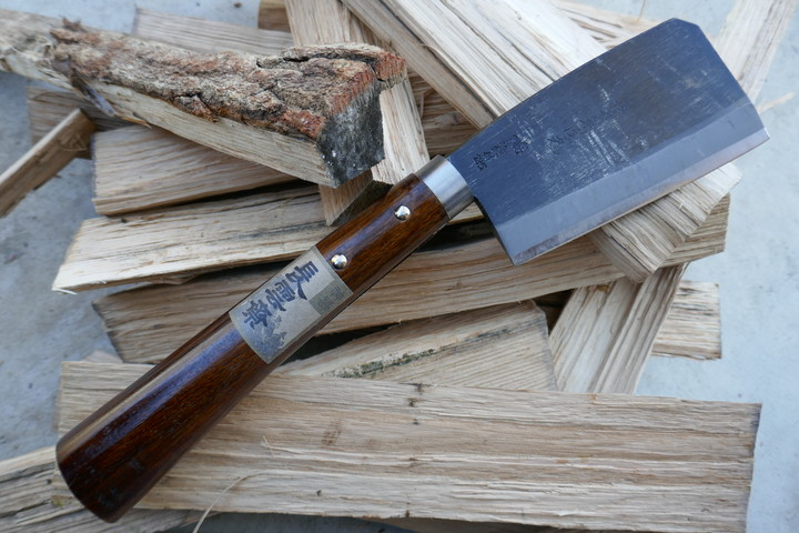 薪割りに和テイストのナタを導入。燕三条製『厚鉈(あつなた)』の使い心地が良い感じ