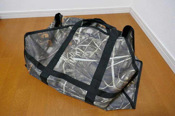 なにかと便利な薪バッグ。道具入れにも良さげな薪運びの必需品